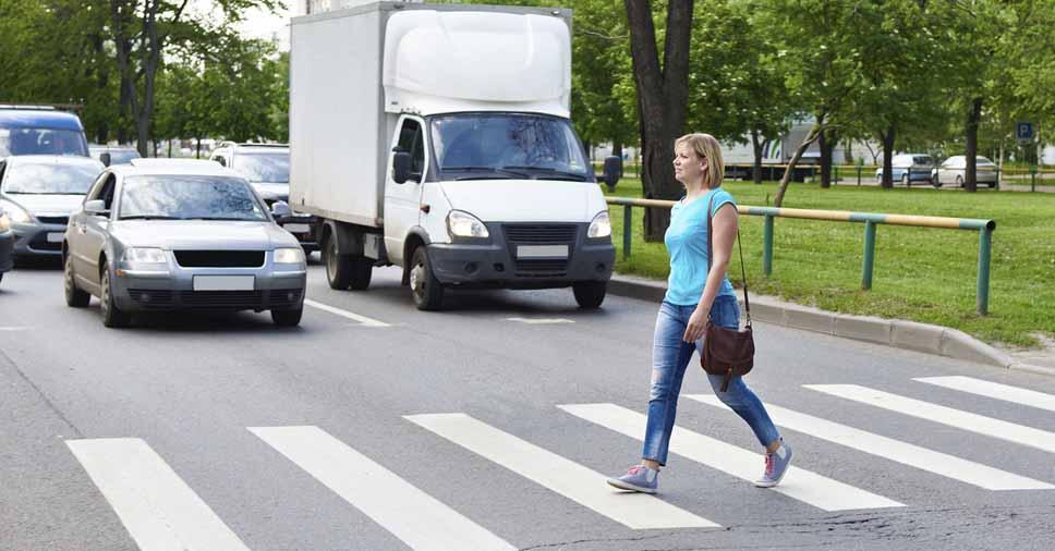 Importância de respeitar o pedestre na faixa de segurança