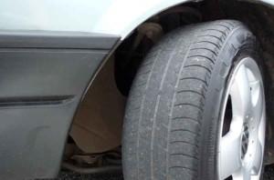 pneus podem aumentar a emissão de gases poluentes