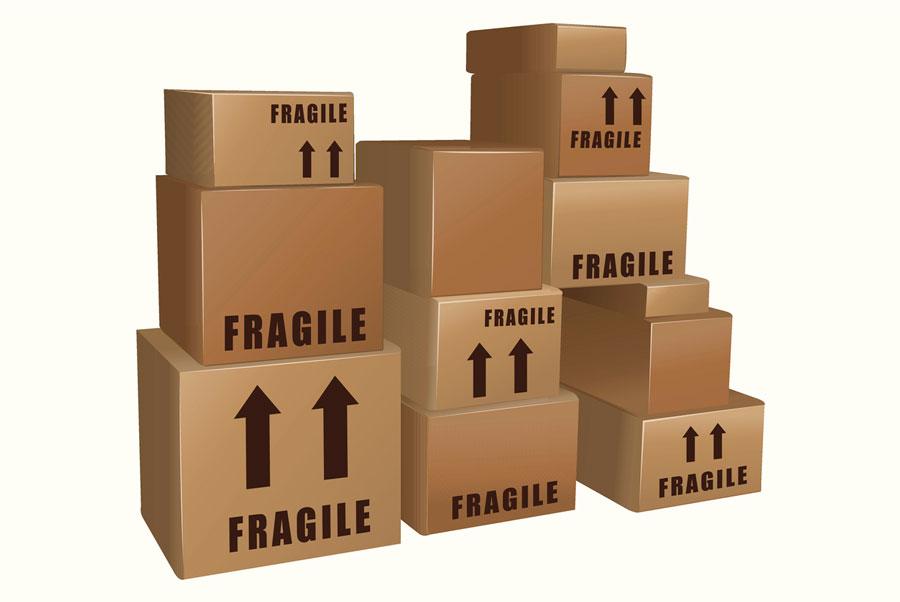 caixas empilhadas para despacho de carga