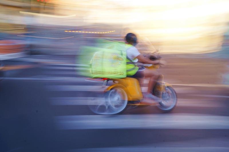 imagem de motocicleta em alta velocidade