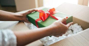 Entenda como embalar presentes e a melhor forma de enviá-los