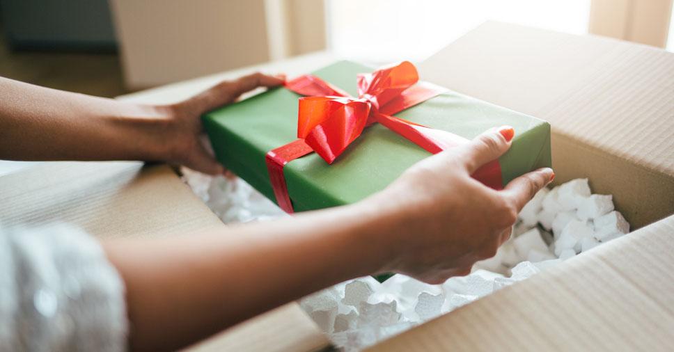 Veja como embalar presentes e a melhor forma de enviá-los