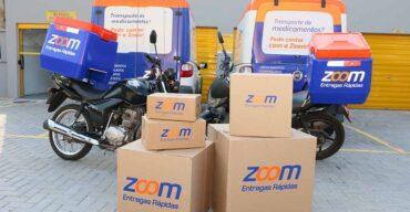É possível verificar na imagem diferentes tipos de cargas para serem entregues pela Zoom.