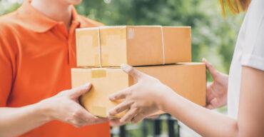 Na imagem vemos um funcionário fazendo a entrega no mesmo dia que o pedido foi feito.