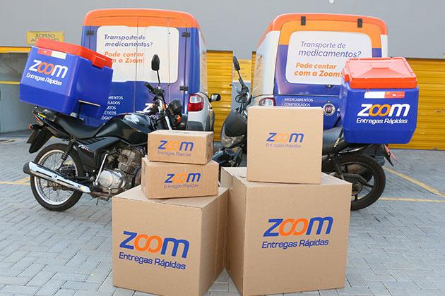 Caixas, motos e utilitários da Zoom no serviço de entrega de contrato