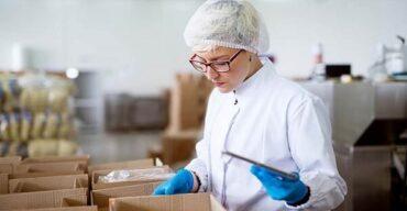 A logística de medicamentos envolve a fabricação, distribuiçãoe transporte. Ela garante o abastecimento de hospitais e farmácias com medicamentos e remédios de todos os tipos